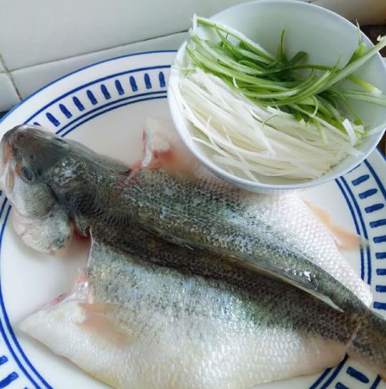 Làm cá hấp, thường cho gia vị này vào mà chị em không biết mình khiến món ăn mất ngon - Ảnh 1