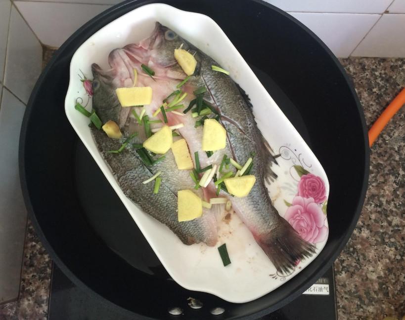 Làm cá hấp, thường cho gia vị này vào mà chị em không biết mình khiến món ăn mất ngon - Ảnh 2