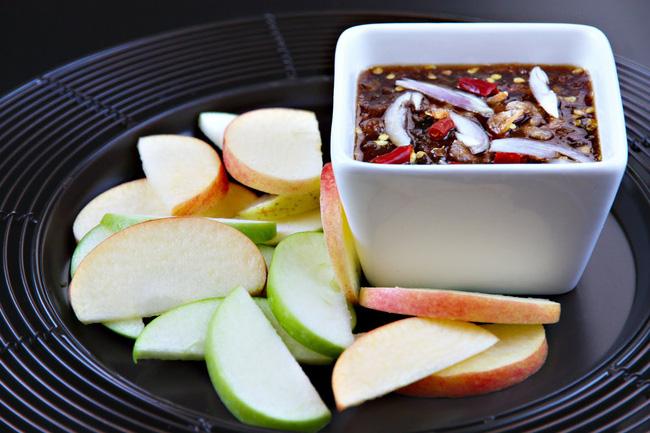 Học cách làm mắm chấm trái cây thần thánh của người Thái chỉ trong 15 phút - Ảnh 6