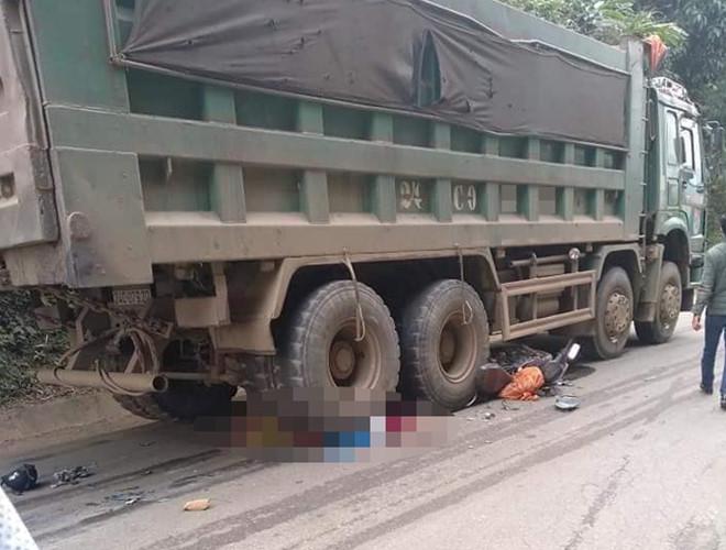 Ám ảnh hiện trường vụ tai nạn khiến vợ mới cưới tử vong dưới bánh xe tải, chồng nhập viện cấp cứu - Ảnh 1
