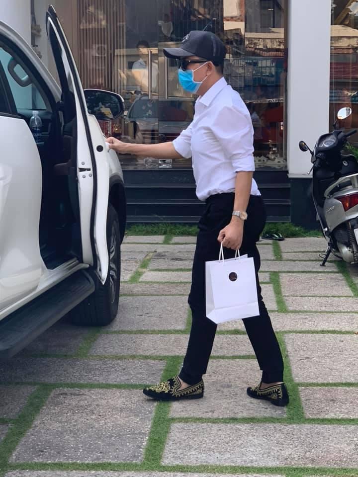 Rộ tin ca sĩ Long Nhật chuyển giới ở tuổi 52, Phi Thanh Vân tuyên bố sẽ tài trợ 100% chi phí? - Ảnh 2