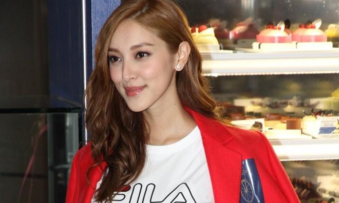 Sao nam TVB bị chỉ trích vì để vợ hoa hậu đi làm sau 2 tuần sinh bé - Ảnh 1