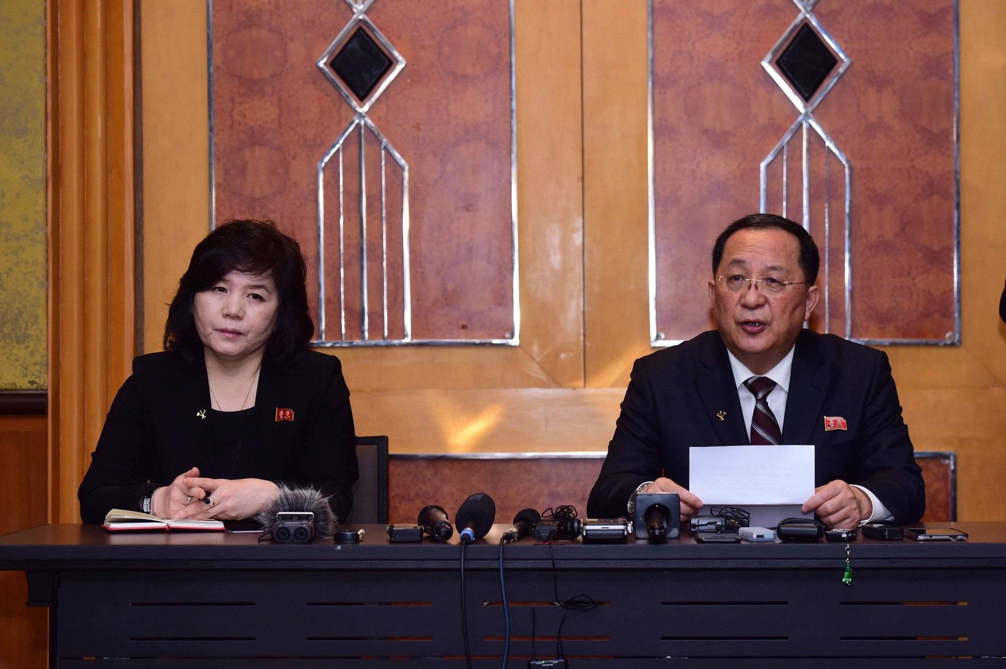 Triều Tiên tổ chức cuộc họp báo bất ngờ lúc nửa đêm sau hội nghị thượng đỉnh Mỹ-Triều lần hai - Ảnh 1