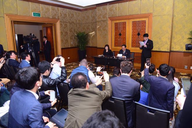 Triều Tiên tổ chức cuộc họp báo bất ngờ lúc nửa đêm sau hội nghị thượng đỉnh Mỹ-Triều lần hai - Ảnh 2