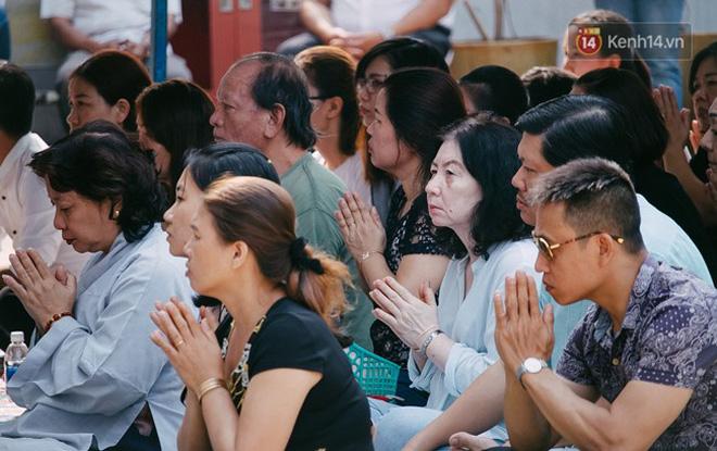 Hơn 1 tuần sau vụ cháy chung cư Carina: Nghẹn ngào nước mắt trong lễ cầu siêu - Ảnh 5
