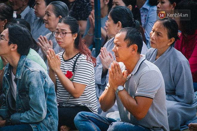 Hơn 1 tuần sau vụ cháy chung cư Carina: Nghẹn ngào nước mắt trong lễ cầu siêu - Ảnh 7