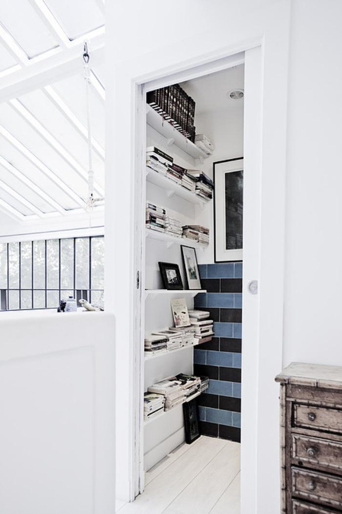 Nhà nhỏ có gác xép mang sắc màu cổ điển và cá tính nhờ phối màu đen trắng - Ảnh 9