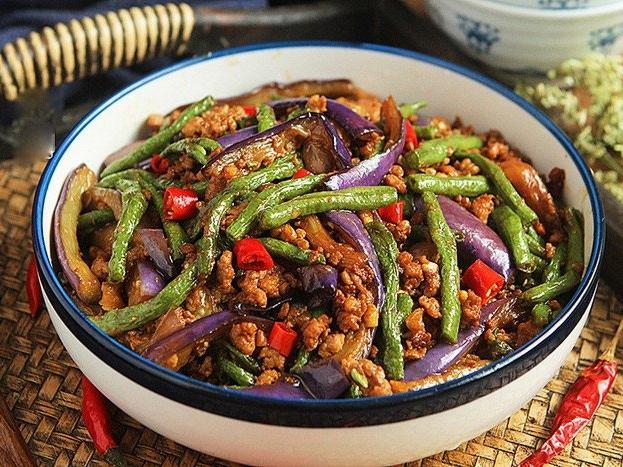 Làm món thịt băm xào cà tím vừa ngon, vừa tăng cường sức khỏe mùa dịch - Ảnh 2