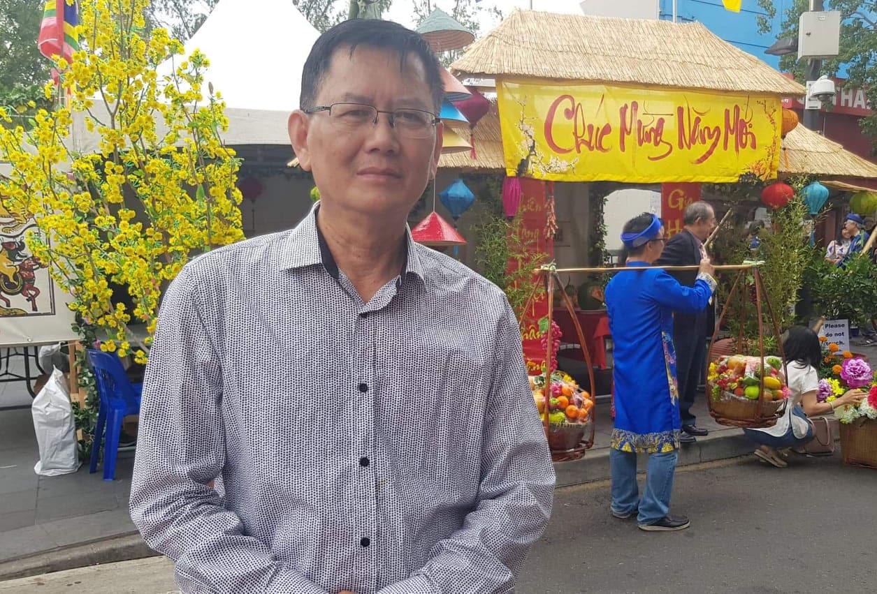 Tiếng Việt không dấu bị độc giả phản ứng gay gắt, tác giả lên tiếng: Chữ viết của tôi nên để chuyên gia thẩm định! - Ảnh 1