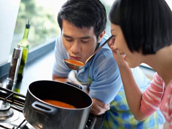Đàn ông có yêu bạn hay không, chỉ cần ăn cùng 1 bữa cơm là biết - Ảnh 1