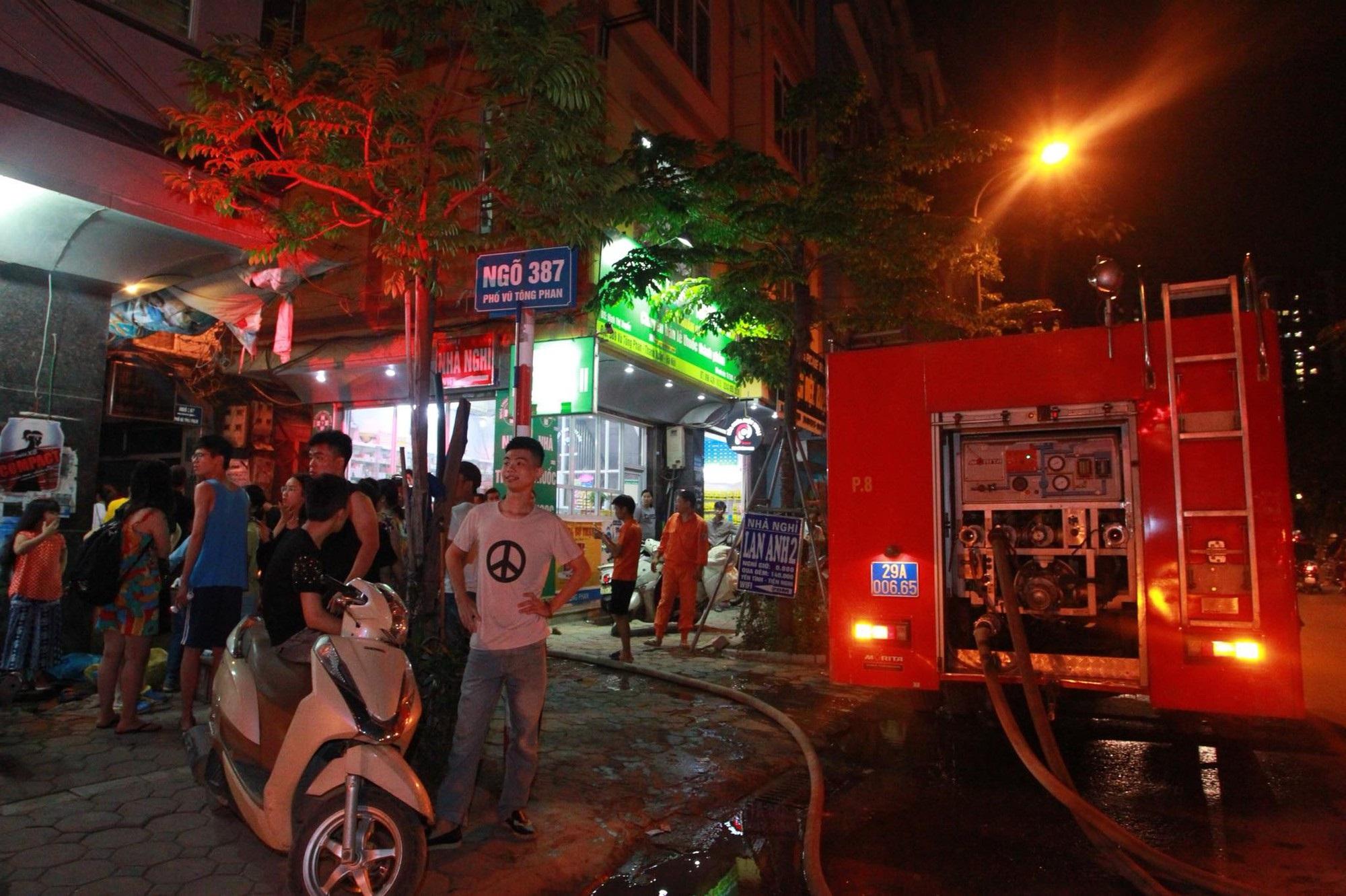 Hà Nội: Cháy lớn cửa hàng giặt là và sang chiết gas, nhiều tài sản bị thiêu rụi hoàn toàn - Ảnh 5
