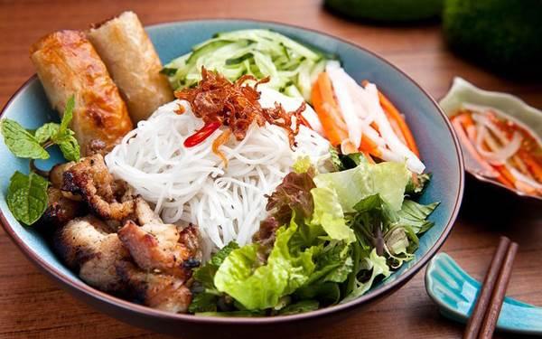 Món ăn nhất định phải thử khi lang thang ngôi chợ trăm tuổi ở Sài Gòn - Ảnh 2