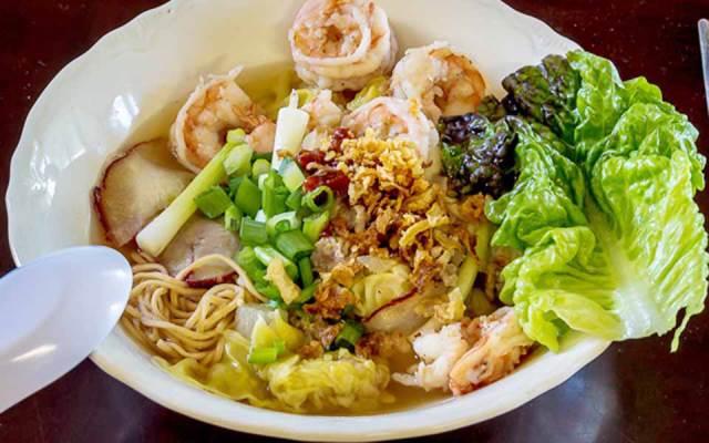 Món ăn nhất định phải thử khi lang thang ngôi chợ trăm tuổi ở Sài Gòn - Ảnh 3