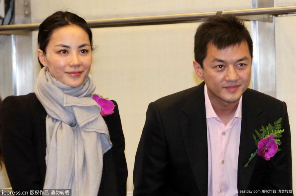 6 năm sau cuộc hôn nhân đổ vỡ với Vương Phi, Lý Á Bằng bất ngờ công khai nắm tay thân mật cùng tình mới - Ảnh 1