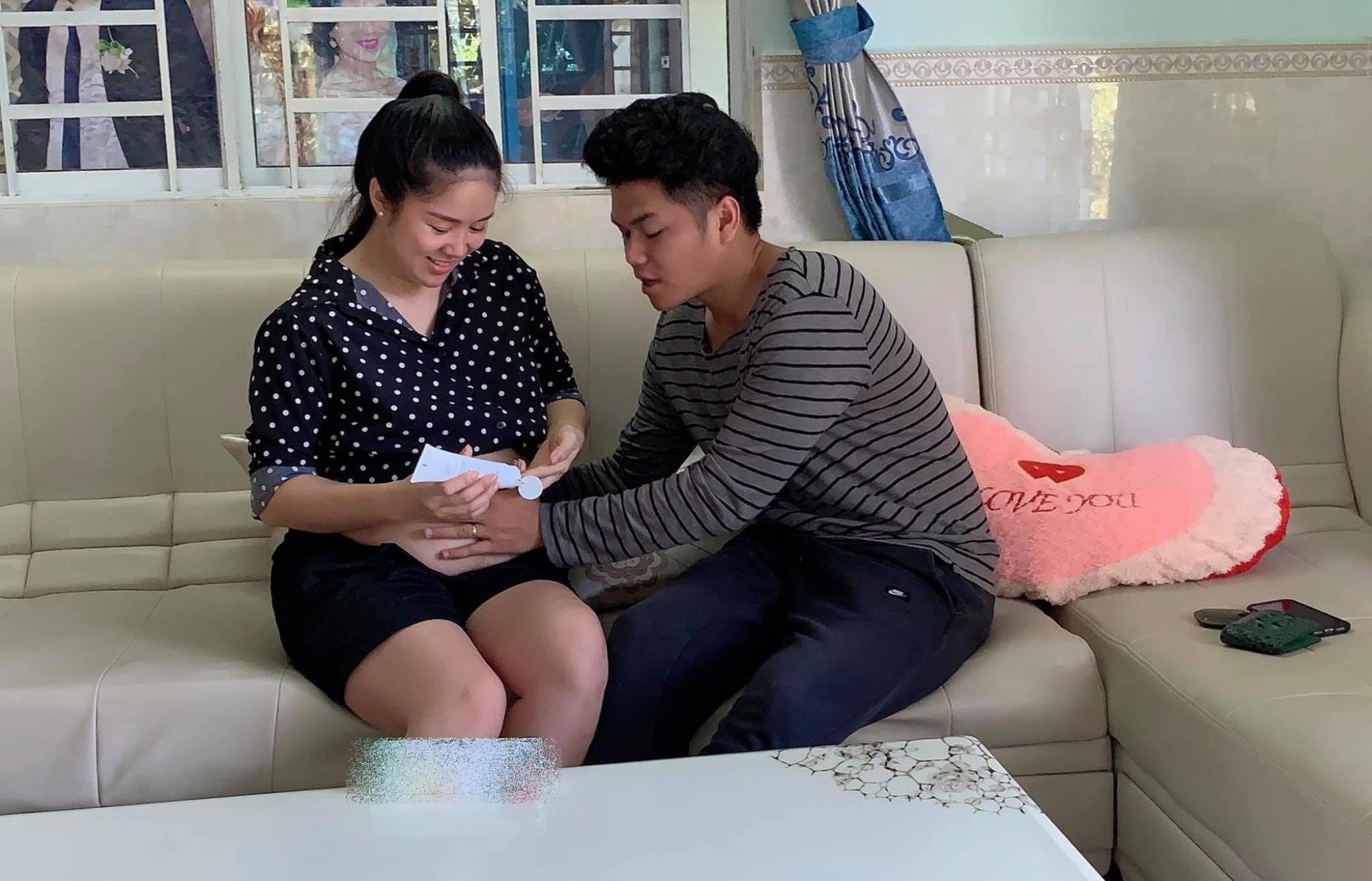 Tốt số như Lê Phương, bầu bì được chồng lo từng 'chân tơ kẽ tóc', tự tay thoa kem chống rạn bụng - Ảnh 2