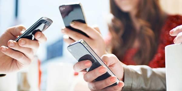 Điện thoại thông minh, thủ phạm với làn da của bạn - Ảnh 4