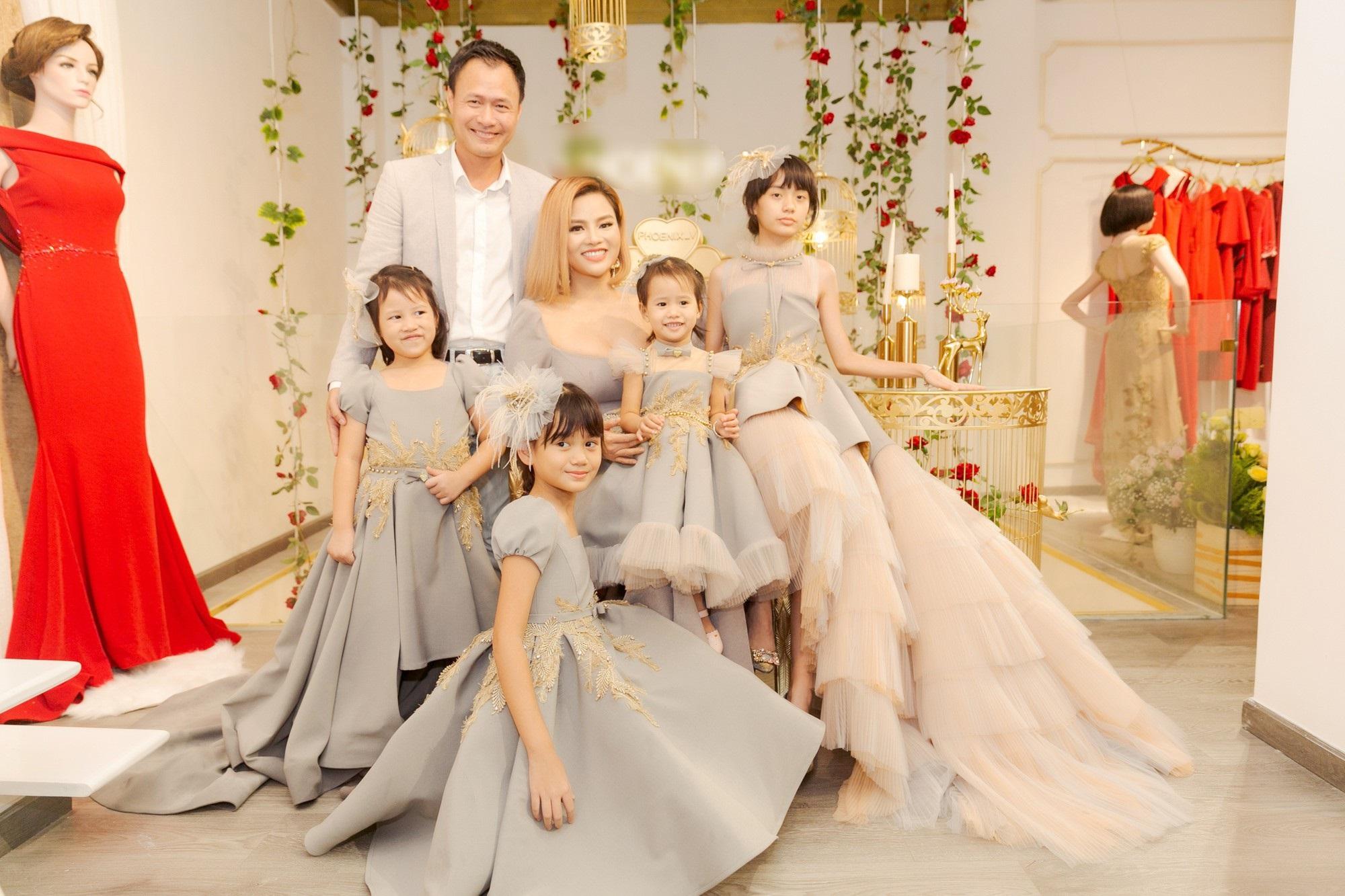 Lấy chồng giàu siêu mẫu Thu Phương vẫn gây bất ngờ với cách dạy con gái riêng của chồng - Ảnh 1