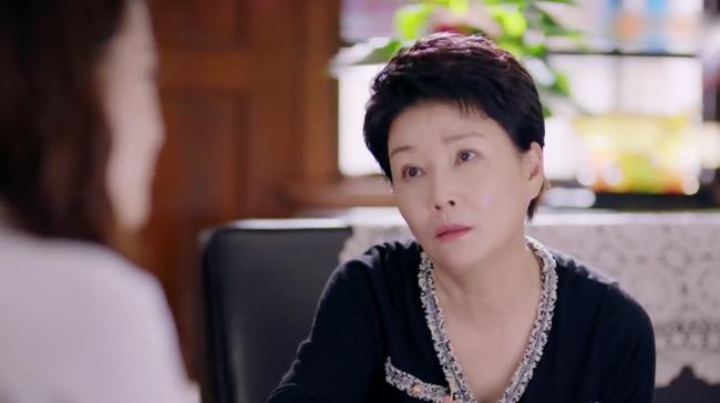 'Hạnh phúc trong tầm tay': Mẹ Địch Lệ Nhiệt Ba dữ dằn xô xát với đám đông để bảo vệ con gái - Ảnh 7