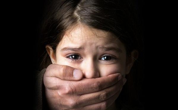Những dấu hiệu cảnh báo trẻ bị lạm dụng tình dục - Ảnh 1