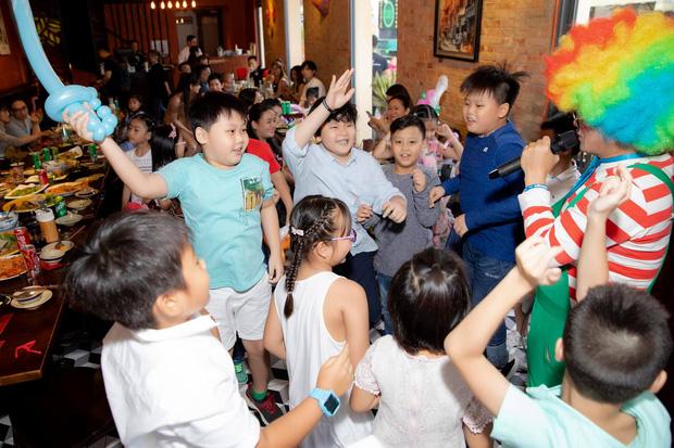 Tim và Trương Quỳnh Anh bất ngờ tái ngộ trong dịp sinh nhật con trai: Dù ly hôn nhưng vẫn giữ thái độ đáng ngưỡng mộ - Ảnh 4