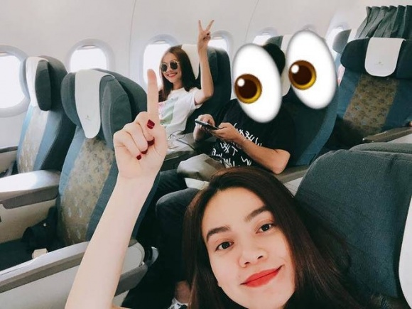 Thanh Hằng - Hồ Ngọc Hà chụp ảnh chung trên máy bay, dân mạng phát hiện điều bất thường - Ảnh 1