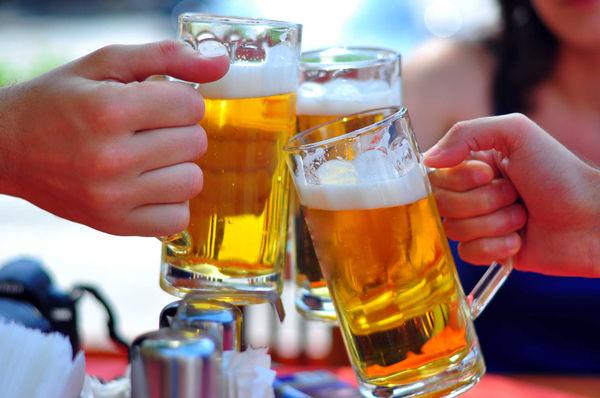 3 cách làm trắng da mặt bằng bia cứu vãn làn da cháy nắng đen sạm mùa hè - Ảnh 1