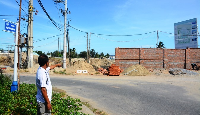 Dân phản đối doanh nghiệp xây khu du lịch trên đường dân sinh - Ảnh 1
