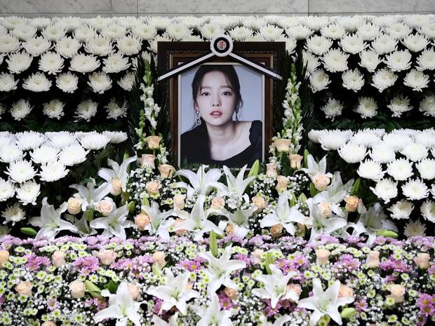 Biến căng cuộc chiến giành tài sản của Goo Hara: Cha của Jiyoung (KARA) làm nhân chứng chống lại người mẹ tham lam của idol quá cố - Ảnh 2