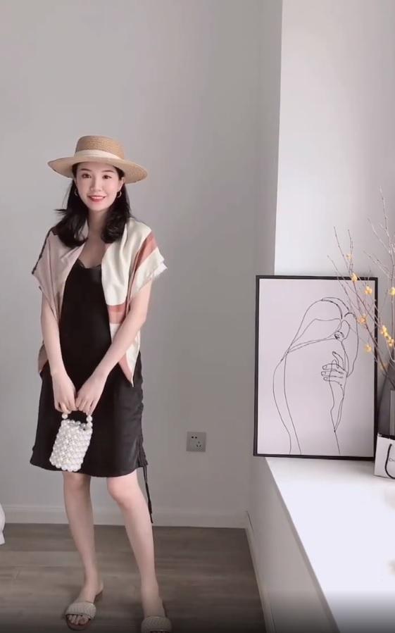 Không tin chỉ 1 chiếc váy đen mà mặc được từ đi làm tới đi chơi, nàng công sở ra tay chứng minh với 11 set đồ bắt mắt - Ảnh 4