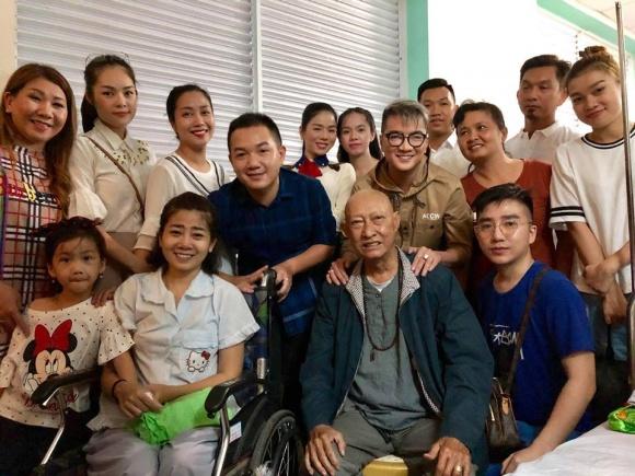 Đàm Vĩnh Hưng, Lệ Quyên vào bệnh viện trao gần 600 triệu đồng hỗ trợ Mai Phương, Lê Bình điều trị bệnh ung thư - Ảnh 1