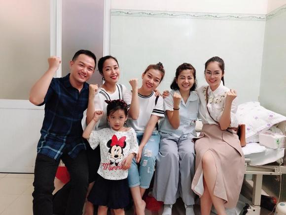 Đàm Vĩnh Hưng, Lệ Quyên vào bệnh viện trao gần 600 triệu đồng hỗ trợ Mai Phương, Lê Bình điều trị bệnh ung thư - Ảnh 2