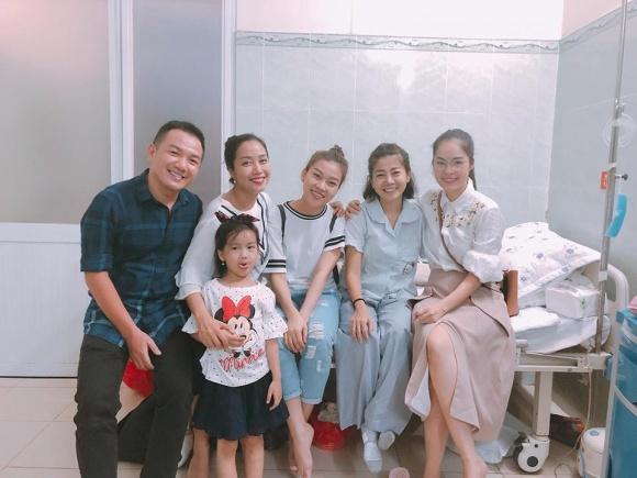 Đàm Vĩnh Hưng, Lệ Quyên vào bệnh viện trao gần 600 triệu đồng hỗ trợ Mai Phương, Lê Bình điều trị bệnh ung thư - Ảnh 3