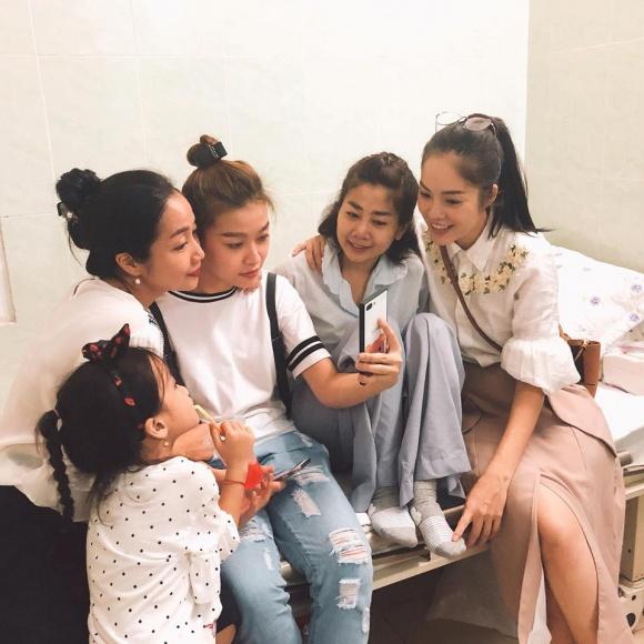 Đàm Vĩnh Hưng, Lệ Quyên vào bệnh viện trao gần 600 triệu đồng hỗ trợ Mai Phương, Lê Bình điều trị bệnh ung thư - Ảnh 5