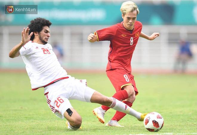 HLV Park Hang Seo liên tục cúi mặt, ôm đầu ở loạt sút penalty cân não - Ảnh 1