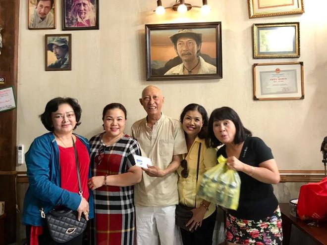 Nghệ sĩ Lê Bình được về nhà, sắp phải hóa trị thêm - Ảnh 1