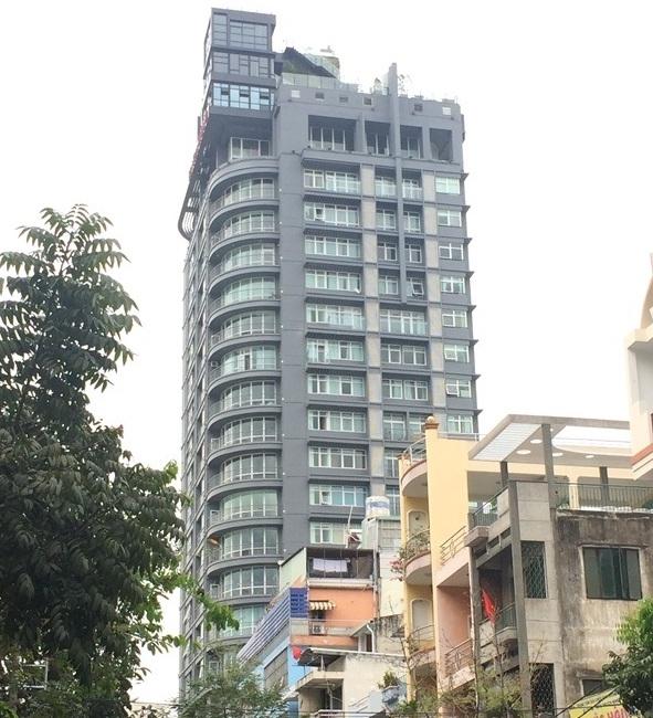 Cao ốc 22 tầng giữa trung tâm quận 1 ngang nhiên cơi nới nhiều năm vẫn chưa bị xử lý - Ảnh 1