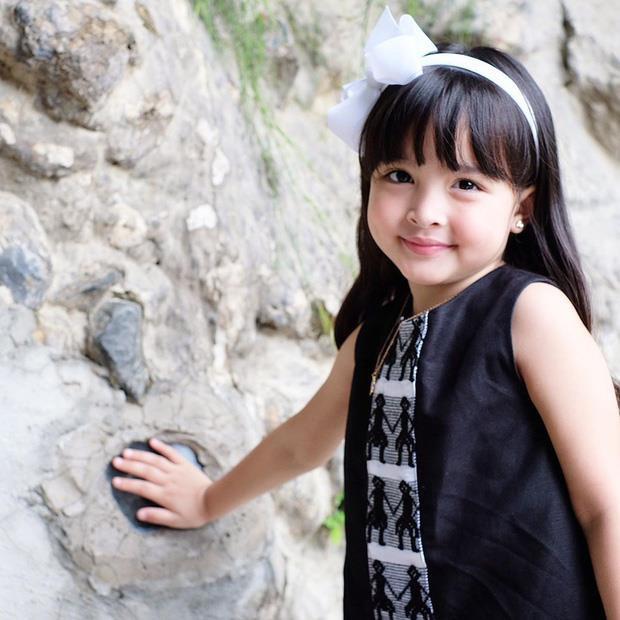 Con gái 'mỹ nhân đẹp nhất Philippines' được khen khi mặc đồ đôi với mẹ - Ảnh 2