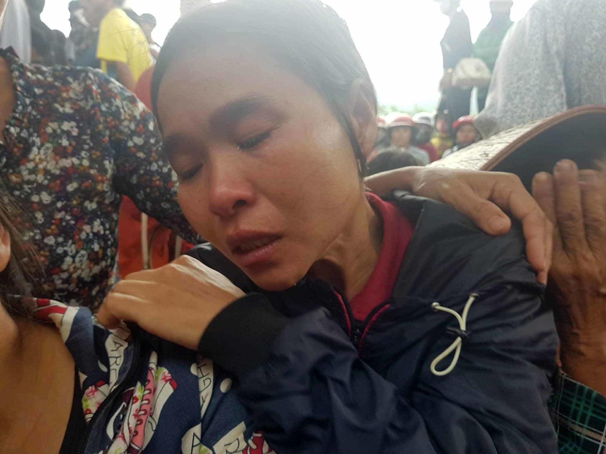 Chị gái khóc ngặt kể phút phát hiện gia đình em trai 4 người treo cổ - Ảnh 2