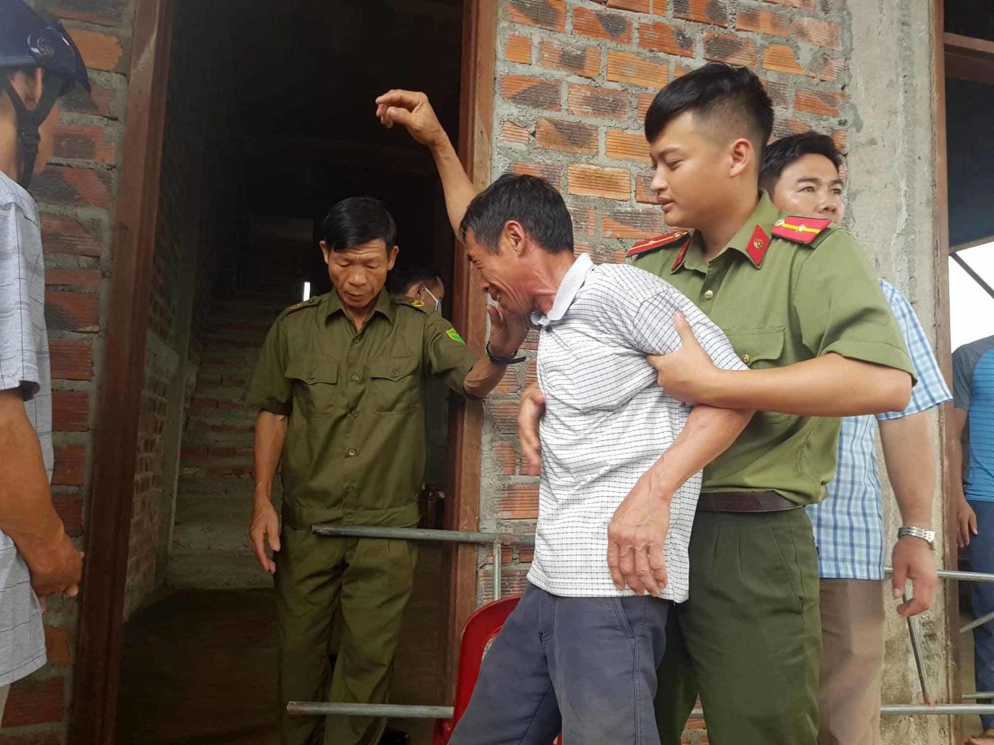 Chị gái khóc ngặt kể phút phát hiện gia đình em trai 4 người treo cổ - Ảnh 5