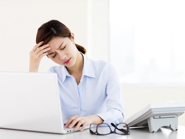 Các nữ nhân viên văn phòng khi bước vào độ tuổi 30 thường có nguy cơ cao mắc chứng rối loạn nội tiết tố - Ảnh 1