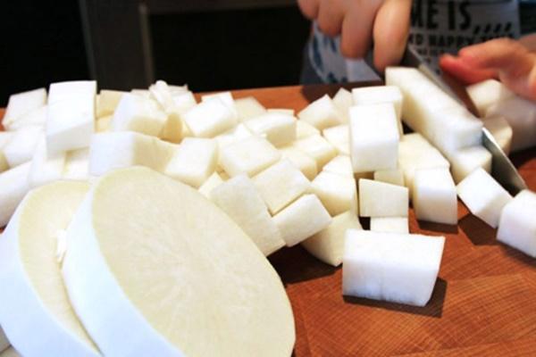 Cách làm kim chi củ cải muối giòn ngon, chuẩn vị Hàn - Ảnh 2