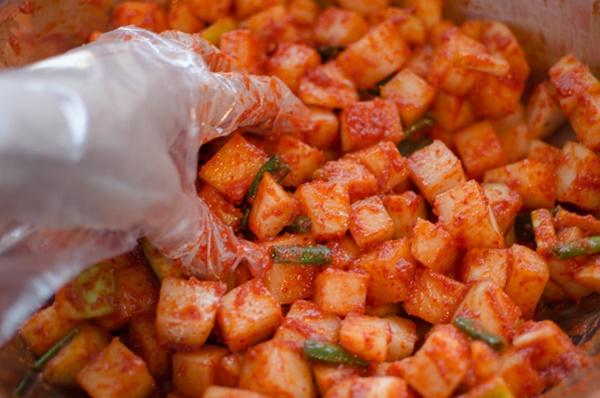 Cách làm kim chi củ cải muối giòn ngon, chuẩn vị Hàn - Ảnh 3