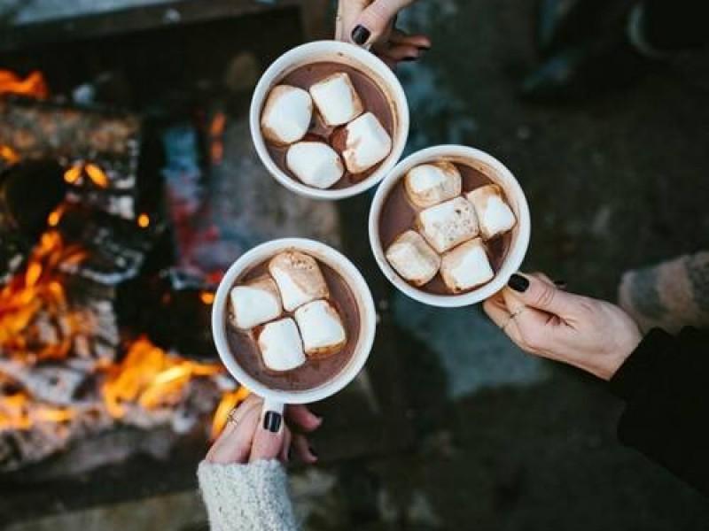 Một cốc chocolate nóng hổi là thức uống thơm ngon hấp dẫn nhất khi mùa đông tới