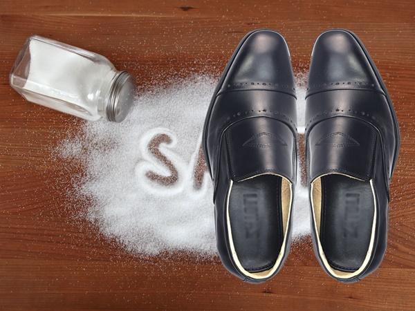 Áp dụng mẹo này, mùi hôi giày sẽ 'biến mất' trong tích tắc - Ảnh 4