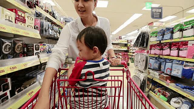 4 vị trí dễ xảy ra tai nạn trong siêu thị, cha mẹ phải thật lưu ý khi cho con đi sắm Tết cùng - Ảnh 2