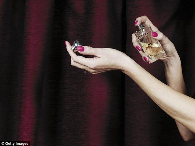 5 sai lầm phổ biến khi sử dụng nước hoa không phải ai cũng biết - Ảnh 3
