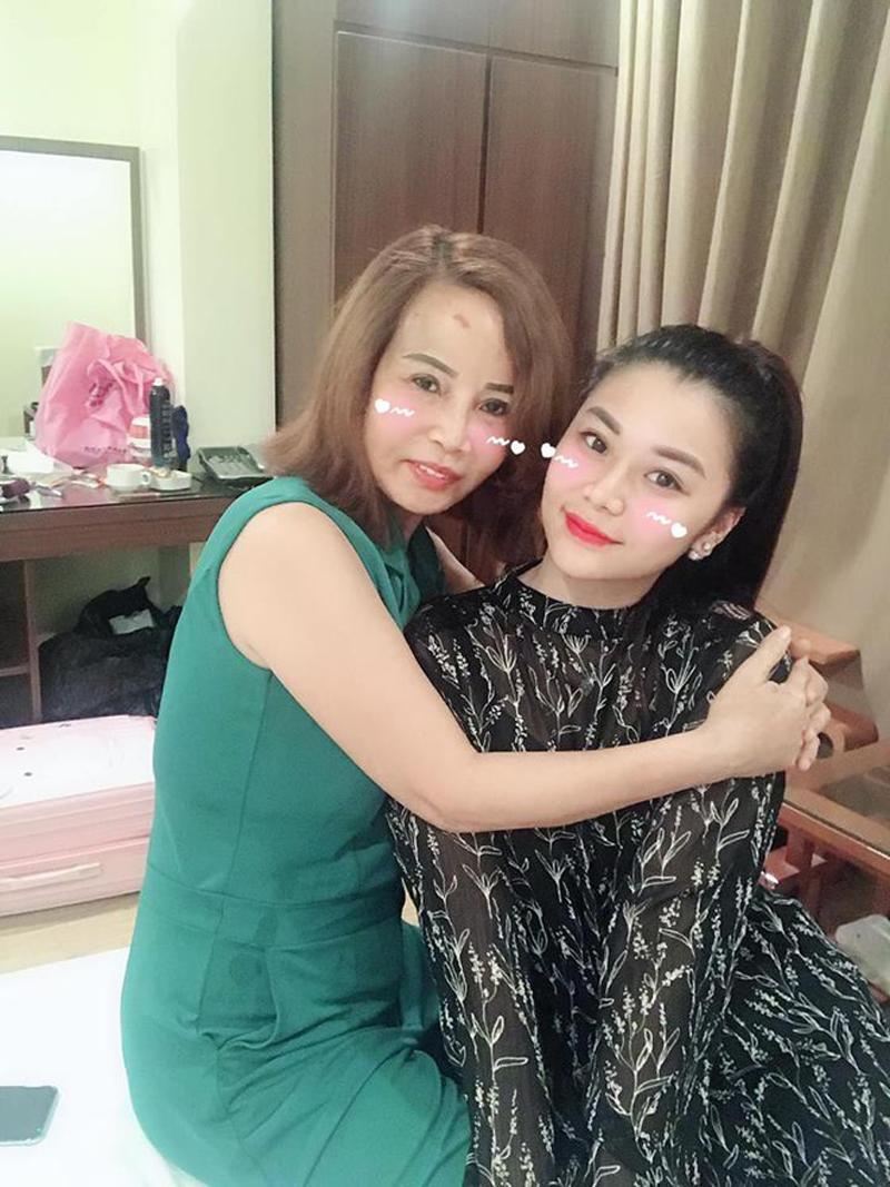 """Hơn chồng 36 tuổi, cô dâu Cao Bằng """"đại tu"""" những bộ phận này để không bị nhầm là MẸ-CON - Ảnh 6"""