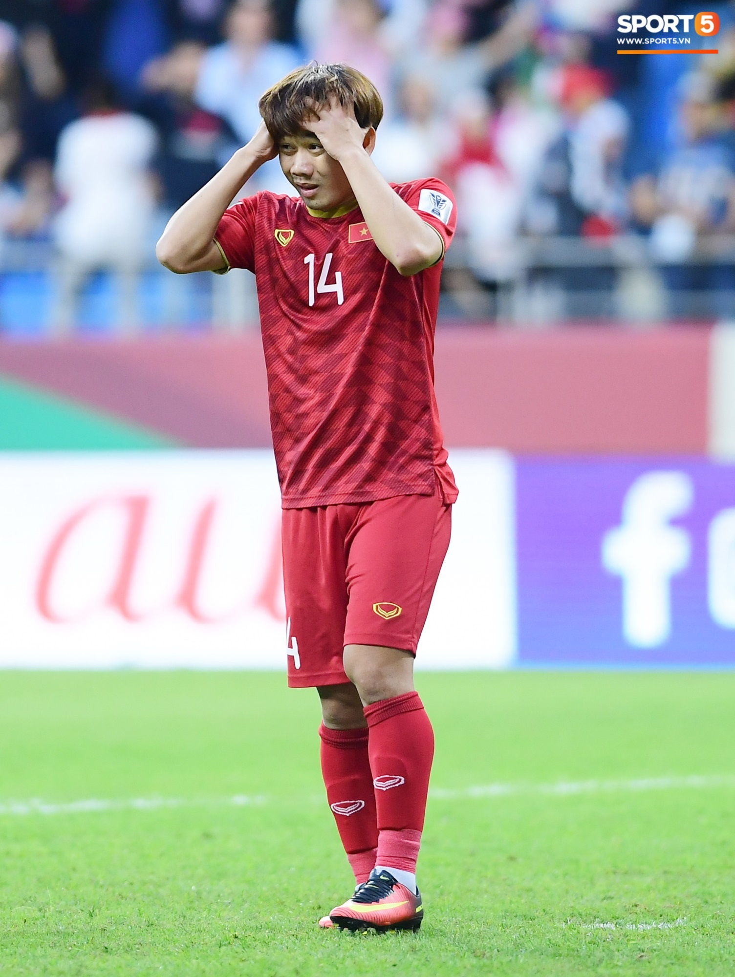 Đáng thương hình ảnh cầu thủ Jordan gục đầu khóc sau quả luân lưu định mệnh của Tư Dũng - Ảnh 1