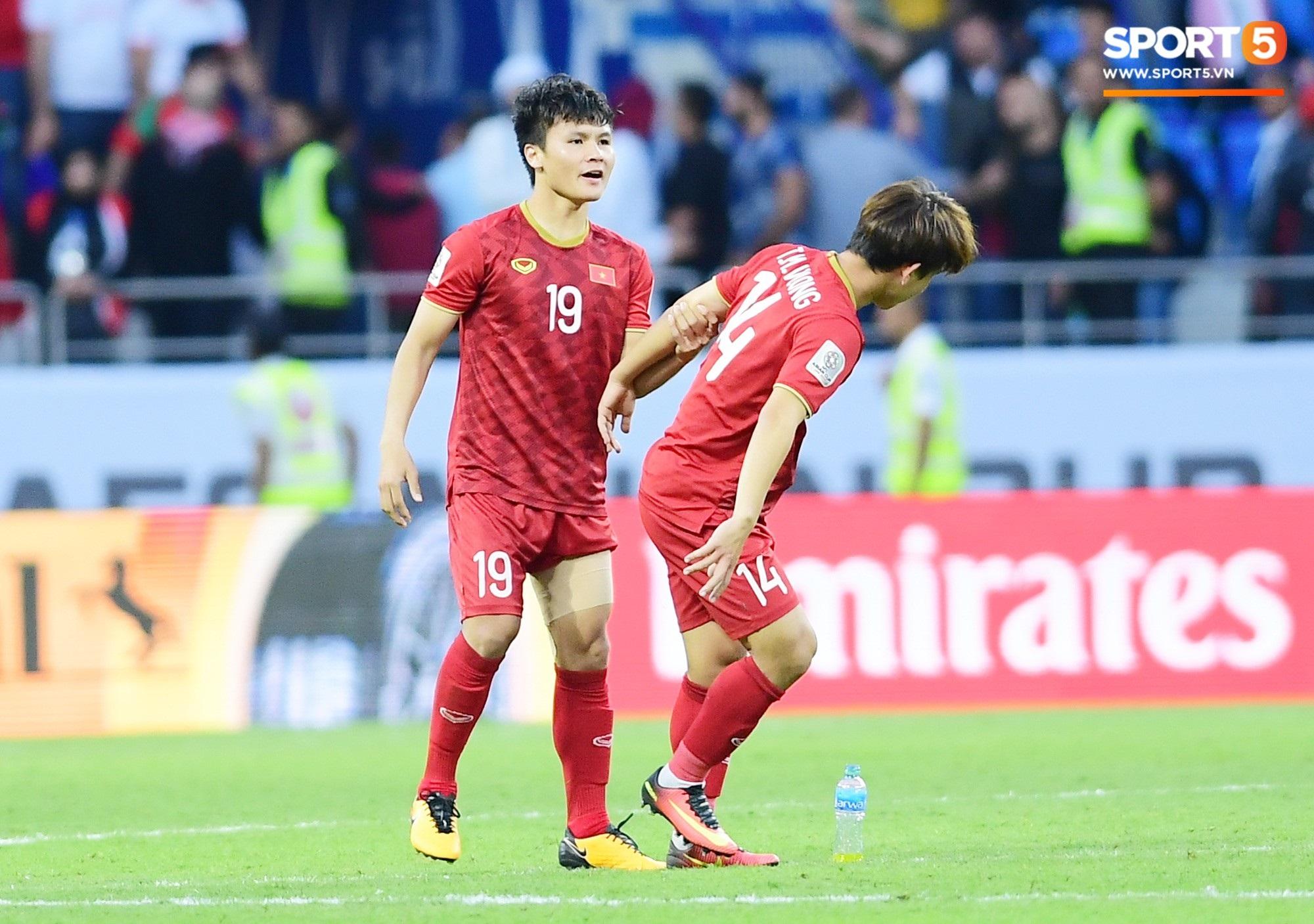 Đáng thương hình ảnh cầu thủ Jordan gục đầu khóc sau quả luân lưu định mệnh của Tư Dũng - Ảnh 14