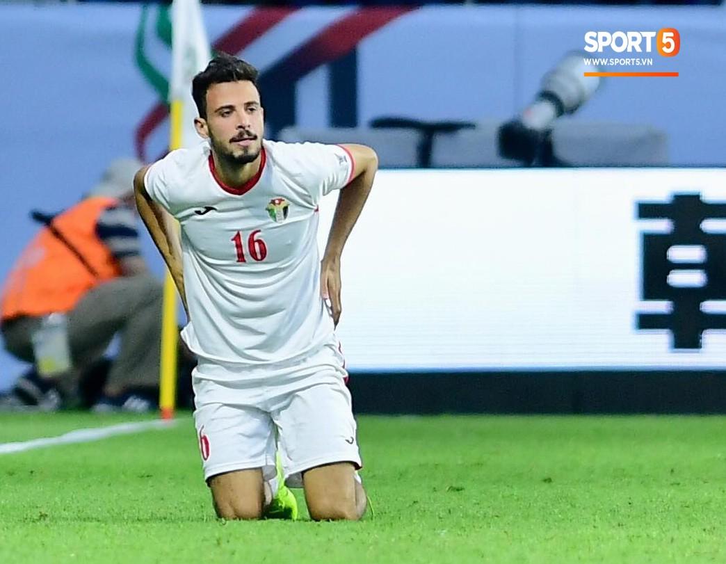 Đáng thương hình ảnh cầu thủ Jordan gục đầu khóc sau quả luân lưu định mệnh của Tư Dũng - Ảnh 6
